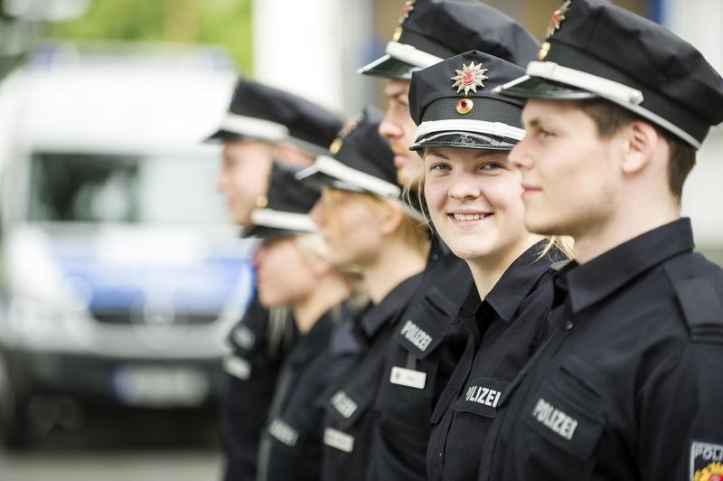 streifenwagen der polizei hessen polizeivollzugsdienst wasserschutzpolizei - Polizei Bewerbung Hessen